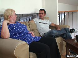 Granny pleases an young guy